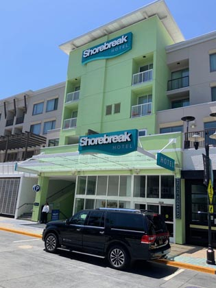 Luxury car service to LAX located in Huntington Beach, CA